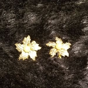Vintage golden earrings with pearl
